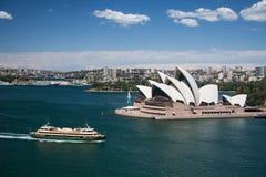 Sydney-oktober 2009: De haven van Sydney kijkt van de brug van de Haven. Royalty-vrije Stock Afbeeldingen