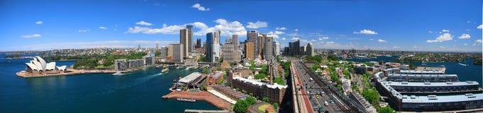 Sydney-Oktober 2009: Den Sydney hamnlooken från hamn överbryggar. arkivfoto
