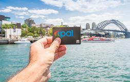 SYDNEY - OKTOBER 10, 2015: De Opalen kaart is een vrije smartcardtic Stock Afbeelding