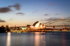 SYDNEY - 12 oktober: Sydney Opera House-mening op 12 Oktober, 2017 in Sydney, Australië SYDNEY Opera House-mening bij nacht Stock Foto's
