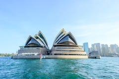 SYDNEY - Oktober 12: Sydney Opera House sikt på Oktober 12, 2017 i Sydney, Australien Sydney Opera House är en berömd konstcen Arkivfoton