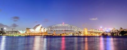 SYDNEY - Oktober 12: Sydney Opera House sikt på Oktober 12, 2017 i Sydney, Australien SYDNEY Opera House sikt på natten Arkivbild