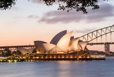 SYDNEY - Oktober 12: Sydney Opera House sikt på Oktober 12, 2017 i Sydney, Australien SYDNEY Opera House sikt på natten Royaltyfria Bilder