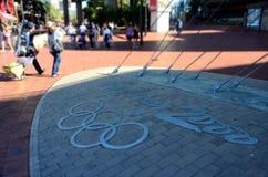 Sydney 2000 olympiska spellogo i Darling Harbour Arkivfoto