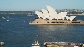 Sydney-Oper gesehen von der Brücke in Australien stock footage