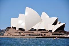 Sydney Opera House är konster centrerar i Sydney, New South Wales, Australien Arkivfoto