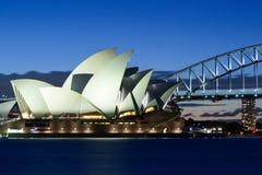 Sydney Opera House bij Schemer Stock Foto's