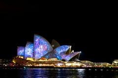 Sydney Opera House durante o festival vívido Foto de Stock