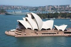 Sydney Opera House e nave militare Immagine Stock Libera da Diritti