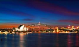 Sydney Opera House e ponte del porto al tramonto Fotografia Stock Libera da Diritti