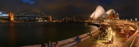 Sydney Opera House e porto construídos uma ponte sobre, Sydney, Austrália Fotografia de Stock