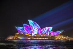 Sydney Opera House em Sydney vívido 2017 Imagem de Stock Royalty Free
