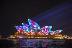 Sydney Opera House em Sydney vívido 2017 Imagens de Stock