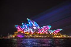 Sydney Opera House em Sydney vívido 2017 Fotos de Stock
