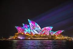 Sydney Opera House em Sydney vívido 2017 Fotografia de Stock Royalty Free