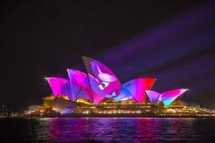 Sydney Opera House em Sydney vívido 2017 Imagens de Stock Royalty Free