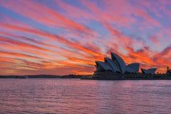 Sydney Opera House en la salida del sol en Sydney Australia Fotos de archivo libres de regalías