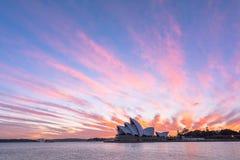 Sydney Opera House en la salida del sol en Sydney Australia Imagen de archivo libre de regalías