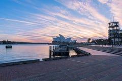 Sydney Opera House en la salida del sol en Sydney Australia Imagen de archivo