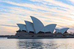 Sydney Opera House en la salida del sol en Sydney Australia Foto de archivo libre de regalías
