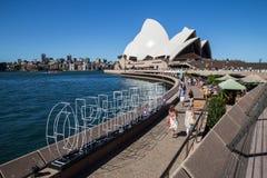 Sydney Opera House en Operabar Stock Foto