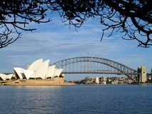 Sydney Opera House en Sydney Harbour Bridge, Australië royalty-vrije stock foto