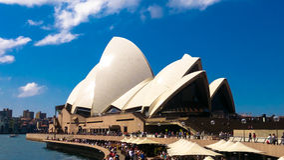 Sydney Opera House full terrass i sommar Royaltyfri Bild