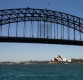 Sydney Opera House & hamnbro Arkivbild