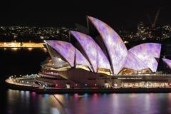 Sydney Opera House icónico durante festival vivo foto de archivo
