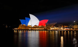 Sydney Opera House leuchtete in den französischen Flaggen-Farben Lizenzfreies Stockbild