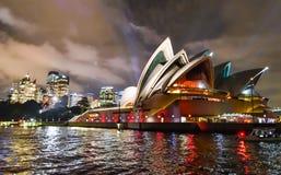 Sydney Opera House - livliga Sydney arkivfoto