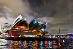 Sydney Opera House - livliga Sydney royaltyfri foto