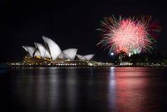 Sydney Opera House med fyrverkerier Royaltyfri Fotografi