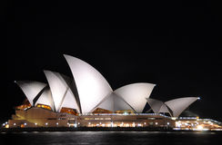 Sydney Opera House na noite, Austrália. Imagem de Stock