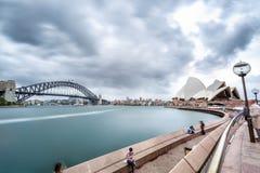 Sydney Opera House och hamnbro Arkivbilder