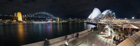 Sydney Opera House och hamnbro på natten royaltyfri fotografi