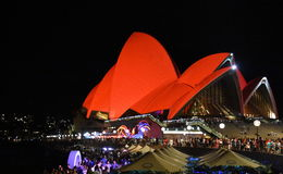 Sydney Opera House se bañó en el rojo por Año Nuevo lunar chino Fotografía de archivo