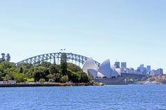 Sydney Opera House und die Hafen-Brücke stockfoto