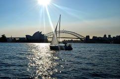 Sydney Opera House und Hafen-Brücke lizenzfreie stockfotos
