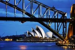 Sydney Opera House und Hafen-Brücke Lizenzfreies Stockfoto