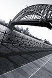 Sydney Opera House y puente del puerto en el ocaso Foto de archivo