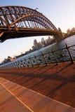 Sydney Opera House y puente del puerto en el ocaso Fotos de archivo