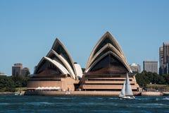 Sydney operahus och skyscrpers Arkivfoto