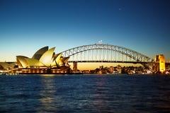 Sydney operahus på nite Arkivbilder