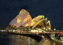 Sydney-Opernhaus - Beleuchten der Segel   Lizenzfreie Stockfotos