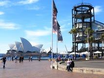 Sydney-Opernhaus mit Überseeterminal Lizenzfreie Stockbilder
