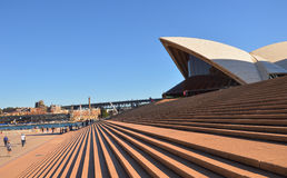 Sydney-Opernhaus mit blauem Himmel stockbild