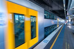 SYDNEY - OTTOBRE 2015: La metropolitana di Sydney arriva alla stazione S Fotografia Stock