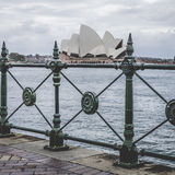 SYDNEY - 25 OTTOBRE: Sydney Opera House nella vista nuvolosa di giorno su Oc Immagine Stock