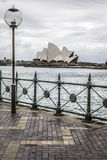 SYDNEY - 25 OTTOBRE: Sydney Opera House nella vista nuvolosa di giorno su Oc Immagine Stock Libera da Diritti